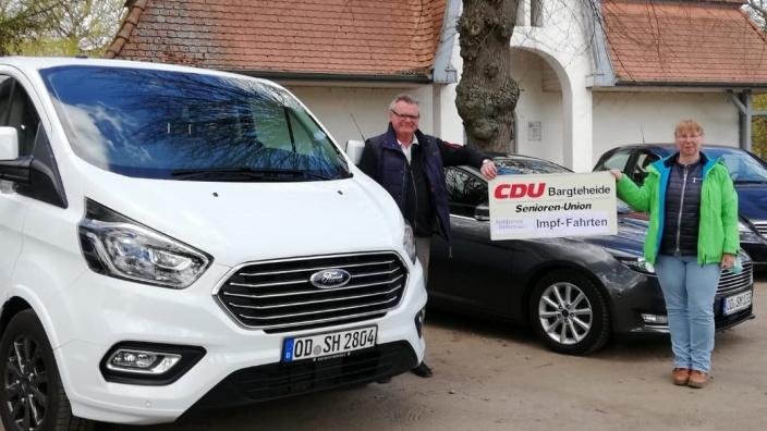 Bild CDU Bargteheide: v-l.: Hans-Werner Harmuth (CDU-Ortsvorsitzender und Stormarner Kreispräsident), Vera Siemer(Ortsvorsitzende und Landesmitgliederbeauftragte)